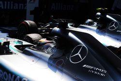 Lewis Hamilton, Mercedes AMG F1 W06, und Teamkollege, Rennsieger, Nico Rosberg, Mercedes AMG F1 W06,