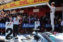 El ganador de la carrera, Nico Rosberg, Mercedes AMG F1 W06 celebra su victoria