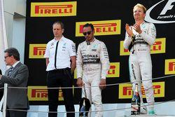 Podium: Tony Ross, Mercedes AMG F1, Renningenieur; 2. Lewis Hamilton, Mercedes AMG F1; 1. Nico Rosbe