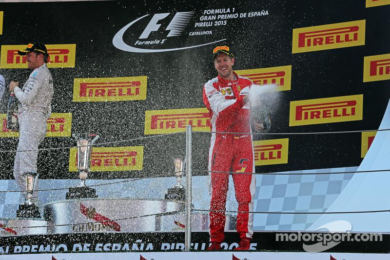 3. Sebastian Vettel, Ferrari, feiert mit Champagner auf dem Podium