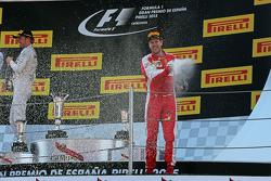 Le troisième Sebastian Vettel, Ferrari fête sa place sur le podium avec du champagne