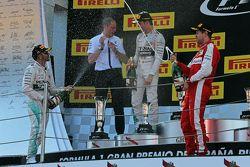 Подиум: второе место - Льюис Хэмилтон, Mercedes AMG F1; Тони Росс, Mercedes AMG F1, победитель гонки