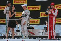 María Serrat, presentadora de Telefonica TV entrevista al ganador Nico Rosberg, Mercedes AMG F1 en e