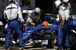 Felipe Nasr, Sauber F1 Team durante una parada en los pits