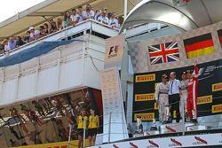 El podium,: Lewis Hamilton, Mercedes AMG F1, segundo; Tony Ross, Mercedes AMG F1; Nico Rosberg, Merc