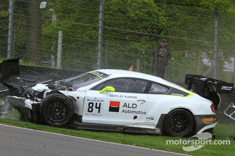 #84 Bentley Team HTP, Bentley Continental GT3: Mike Parisy, Harold Primat, Vincent Abril mit einem heftigen Unfall