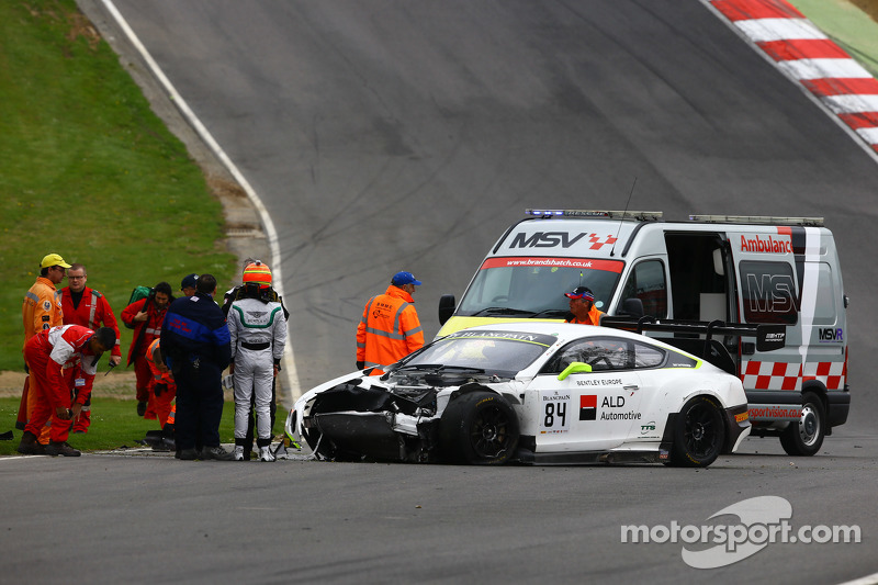 #84 Bentley Team HTP Bentley Continental GT3: Mike Parisy, Harold Primat, Вінсент Апріл in a huge crash