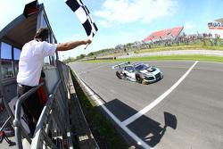 #1 Belgian Audi Club Team WRT, Audi R8 LMS Ultra: Robin Frijns, Laurens Vanthoor siegen