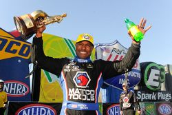 Il vincitore Top Fuel Antron Brown