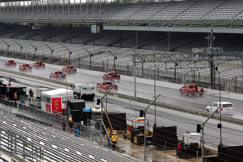 Secando la pista de Indianápolis