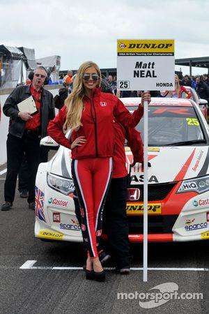 Honda Yuasa Racing Chica en la parrilla
