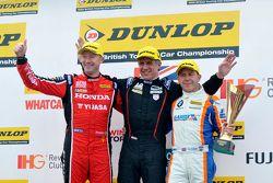 Ganador de la Carrera Jason Plato, segundo lugar Rob Collard, el tercer lugar Gordon Shedden