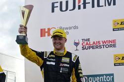 Ganador del Trofeo Sears Thruxton Jack Josh Cook