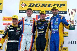 Podio: ganador de la carrera Adam Morgan, el segundo lugar Andrew Jordan, el tercer lugar Sam Tordof