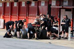 Jolyon Palmer, Lotus F1 E23 Test ve Yedek Pilotu pitte
