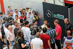 Pascal Wehrlein, Mercedes AMG F1 Yedek Pilotu medya ile birlikte