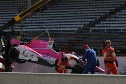 La vettura incidentata di Pippa Mann, Dale Coyne Racing Honda