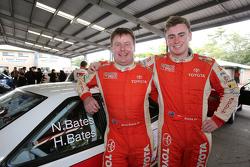 Neal Bates und Harry Bates