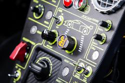 تفاصيل سيارة سكوديريا كاميرون غليكنهاوس أس سي جي003 سي من الداخل