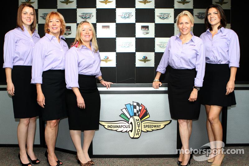 Die Führungsetage von Grace Autosport mit Katherine Legge (ganz rechts und Beth Peretta