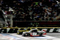 Kasey Kahne, JR Motorsports vince su Erik Jones, Kyle Busch Motorsports Toyota