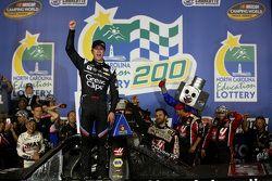 Il vincitore Kasey Kahne, JR Motorsports Chevrolet festeggia