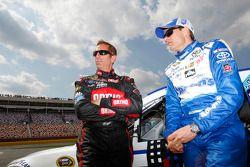 Greg Biffle, Roush Fenway Racing, Ford, und David Ragan, Michael Waltrip Racing, Toyota