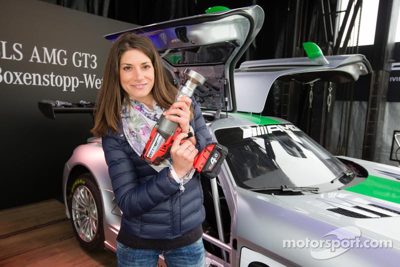 AMG SLS GT3, Boxenstopp-Wettbewerb mit Rennfahrerin und Reporterin Cyndie Allemann