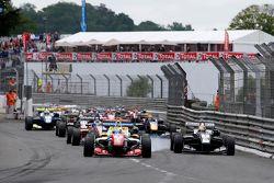 Start: Jake Dennis, Prema PowerTeam Dallara Mercedes-Benz, lider