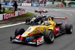 Antonio Giovinazzi, Jagonya Ayam con Carlin Dallara Volkswagen, y Charles Leclerc, Van Amersfoort Ra