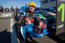 Le vainqueur Chaz Mostert, Prodrive Racing Australia Ford