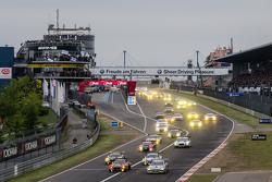 Inicio: #20 Schubert Motorsport BMW Z4 GT3: Dominik Baumann, Claudia Hürtgen, Jens Klingmann, Martin