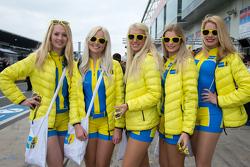 Büyüleyici Aston Martin Racing kızları