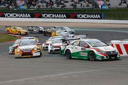Départ de la course 2 : Tiago Monteiro, Honda Civic WTCC, Honda Racing Team JAS