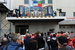 Podium de la course 2 : Jose Maria Lopez et Yvan Muller, Citroën World Touring Car team, Tiago Monteiro, Honda Racing Team JAS et Mehdi Bennani, Sébastien Loeb Racing