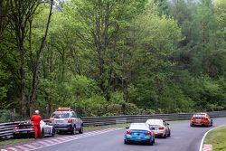 Secuela del choque del #50 Aston Martin Test Centre Aston Martin GT12: Chris Harris, Shinichi Katsur