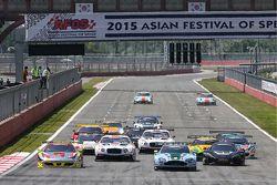 GT Asia South Korea: Race 1 start