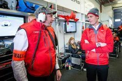Audi Sport Team WRT-manager Vincent Vosse en Edward Sandström