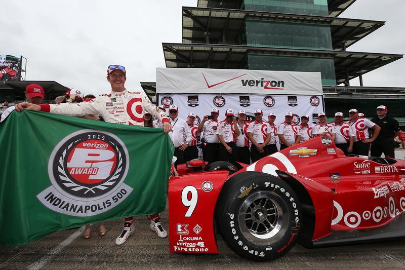 Scott Dixon, Chip Ganassi Racing Chevrolet merayakan pole position