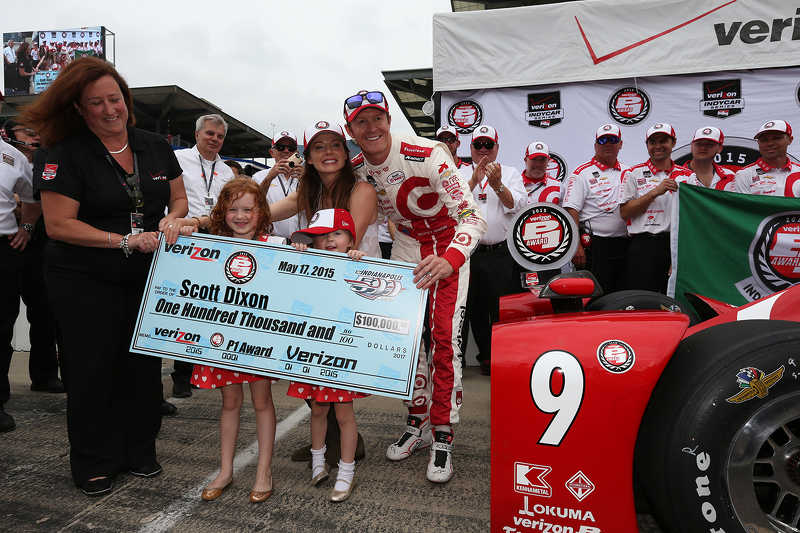 Scott Dixon, Chip Ganassi Racing Chevrolet celebrates the pole position