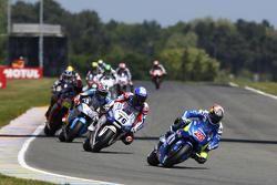Maverick Viñales, Team Suzuki MotoGP et Loris Baz, Forward Racing Yamaha