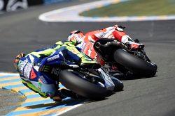 Andrea Iannone, Ducati Team, y Valentino Rossi, Yamaha Factory Racing