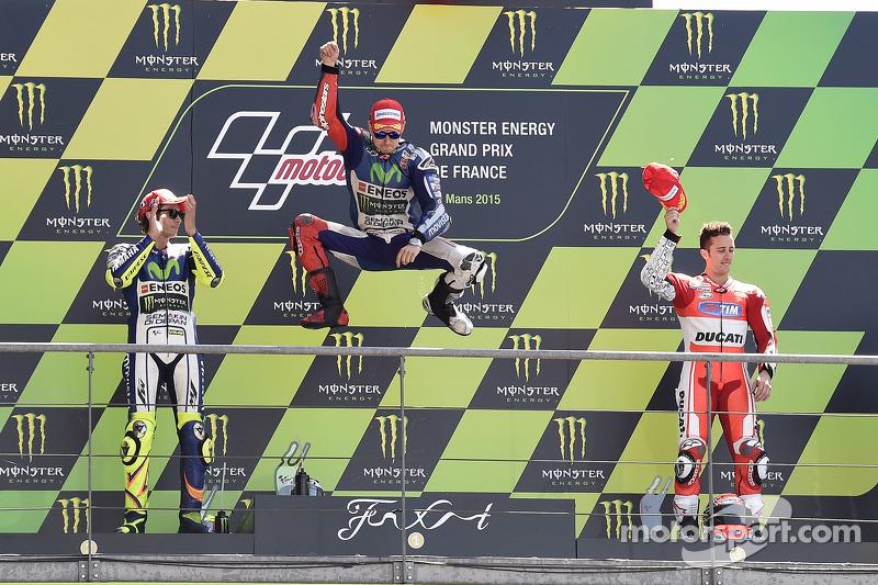 Podio: 1º Jorge Lorenzo, 2º Valentino Rossi, 3º Andrea Dovizioso