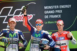 Podyum: İkinci Valentino Rossi ve kazanan Jorge Lorenzo, Yamaha Fabrika Takımı ve üçüncü Andrea Dovi