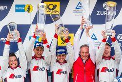 Podium : les vainqueurs #28 Audi Sport Team WRT Audi R8 LMS : Christopher Mies, Edward Sandström, Nico Müller, Laurens Vanthoor, et Romolo Liebchen, patron d'Audi Sport customer racing