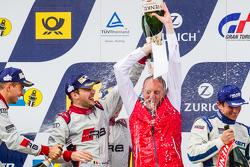 Podium : champagne pour Romolo Liebchen