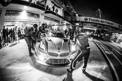 Pit stop for #25 Marc VDS Racing BMW Z4 GT3: Maxime Martin, Lucas Luhr, Markus Palttala, Richard Wes