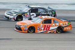 Daniel Suarez, Joe Gibbs Racing Toyota and Brian Scott, Richard Childress Racing Chevrolet