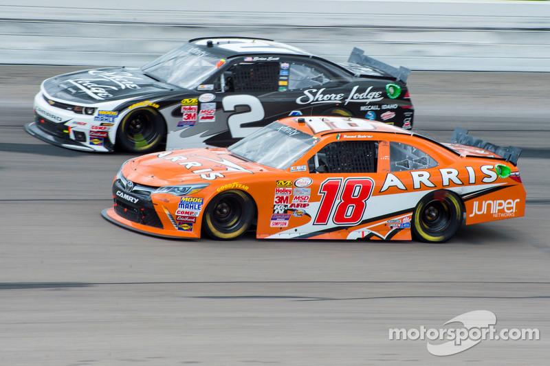 Daniel Suarez, Joe Gibbs Racing Toyota and Brian Scott, Richard Childress Racing Chevrolet