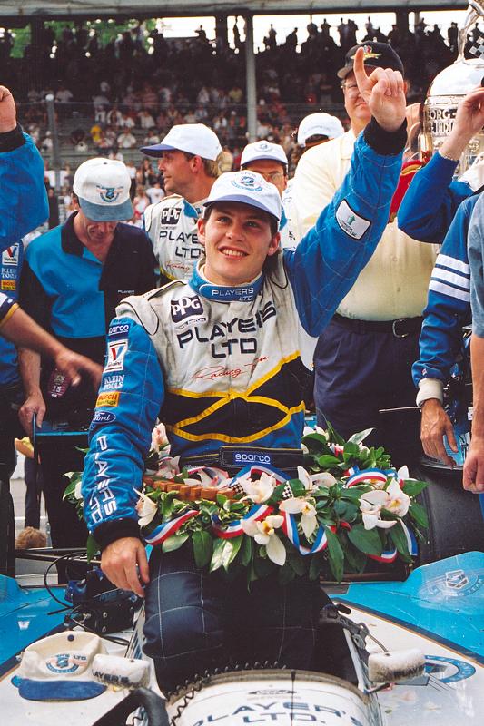 El ganador de la carrera, Jacques Villeneuve celebra